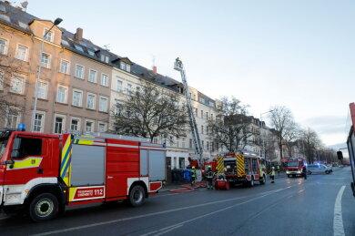 Das Feuer war in der Dachgeschosswohnung ausgebrochen.