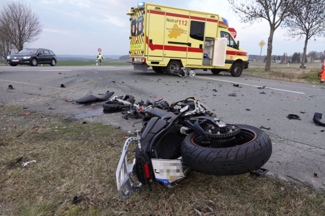 Das Motorrad wurde in Folge der Kollision völlig zerstört.
