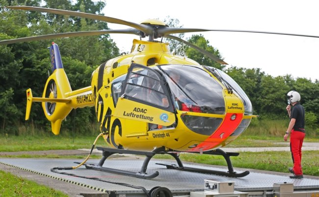 """Seit 30 Jahren gibt es die Luftrettung am Heinrich-Braun-Klinikum in Zwickau. Bis 2018 war die Deutsche Rettungsflugwacht im Einsatz, seither der ADAC. Die Helikopterbezeichnung """"Christoph 46"""" blieb."""