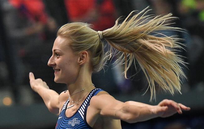Dreispringerin Kristin Gierisch freut sich über ihren Sieg.