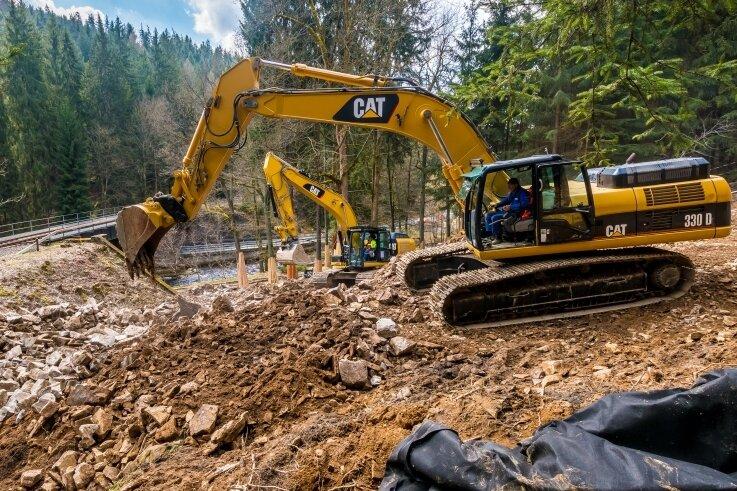 Derzeit finden an der Staatsstraße 224 zwischen Kniebreche und Pockau Bauarbeiten an der Erdgasfernleitung Stegal statt.