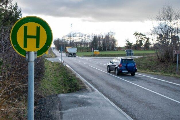 Die Straßenverkehrsbehörde hat an dieser Stelle, an der voriges Jahr eine Schülerin tödlich verletzt worden war, eine Ampel abgelehnt.