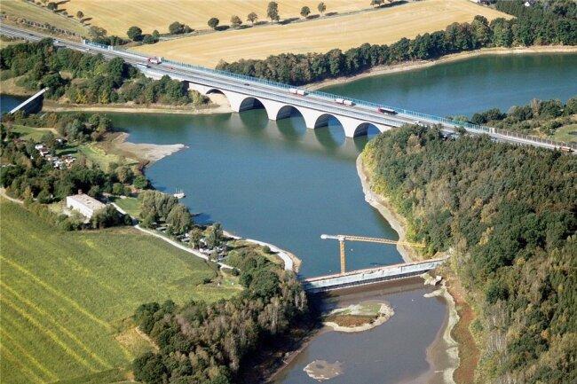 Über die Triebtalbrücke führt der Autobahnverkehr.