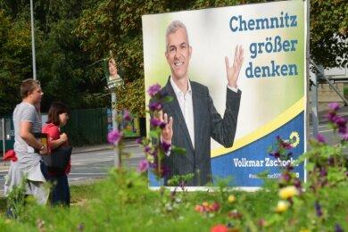 Er hatte Großes vor, am Ende schrumpfte aber sein Wahlergebnis: Auch weil Volkmar Zschocke im ersten Wahlgang weniger Stimmen holte als vor sieben Jahren, zieht er sich aus dem weiteren Rennen um das Oberbürgermeisteramt zurück. Die Entscheidung sorgt für ein gemischtes Echo.