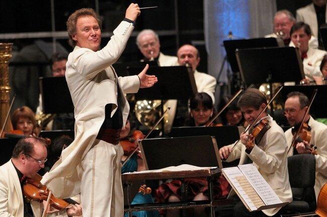 Lieber heute als morgen würde Generalmusikdirektor Stefan Fraas wieder Auftritte mit der Vogtland Philharmonie Greiz/Reichenbach bestreiten. Doch bis zum Sommer wird das nichts, prognostiziert er.