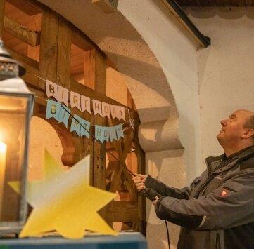 Sebastian Schreiter lässt die St.-Petrus-Glocke zum vierten Bergquartal in Mildenau erklingen.