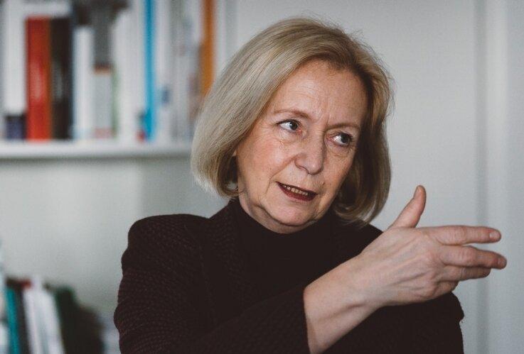 """Bundesbildungsministerin Johanna Wanka im Interview mit der """"Freien Presse"""" in ihrem Berliner Büro. Die Durchlässigkeit der Schulsysteme habe sich zwar verbessert, meint sie, aber viel davon sei nur Theorie."""