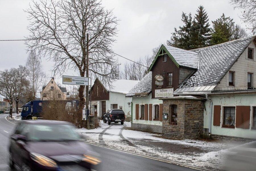 """Das """"Wiesenschlößchen"""" in Tannenberg soll zum Domizil für die freiwillige Feuerwehr im Ort werden. Nebenan entsteht ein Gerätehaus für die zwei Fahrzeuge."""