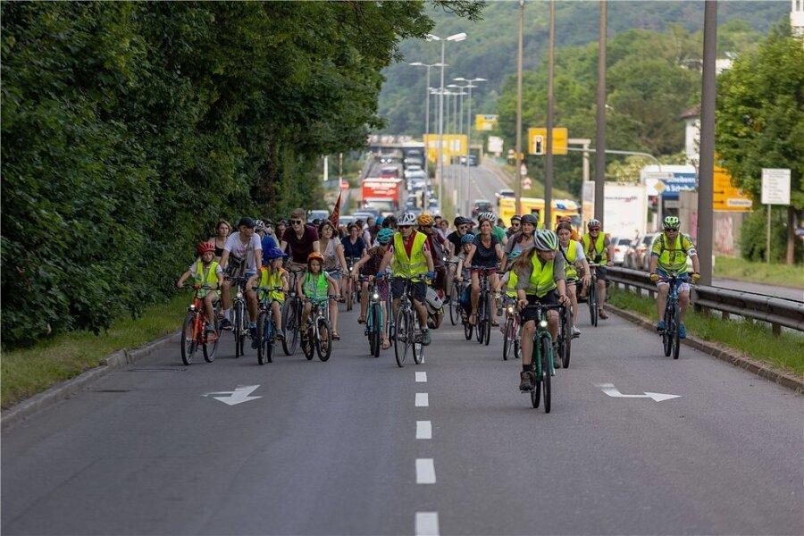 """Das Bild zum Ticker: """"Ninersfans"""". Entstanden war es bei einer Fahrrad-Demo in Tübingen, auf der für mehr Verkehrssicherheit für Kinder protestiert wurde."""