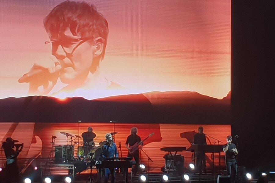 Die Synthiepop-Legende A-Ha um Sänger Morten Harket begeisterte am Mittwochabend in der Arena Leipzig tausende Konzertbesucher.