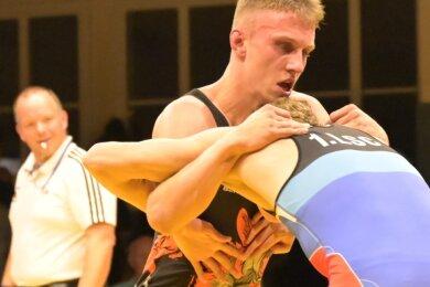 Lucas Kahnt (l.), hier im Kampf gegen Friedrich Schröder vom 1. Luckenwalder SC, startete in Skopje zum ersten Mal bei einer Europameisterschaft und zahlte gegen starke Konkurrenz das erwartete Lehrgeld.