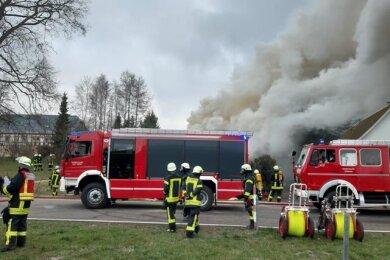 Am Diesntagmorgen hat ein Wohnhaus an der Hauptstraße in Voigtsdorf gebrannt.