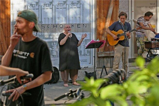 Rebecca Klukas und Knut Kielmann machen mit jazzigen Klängen und Leidenschaft den heißen Abend noch heißer.