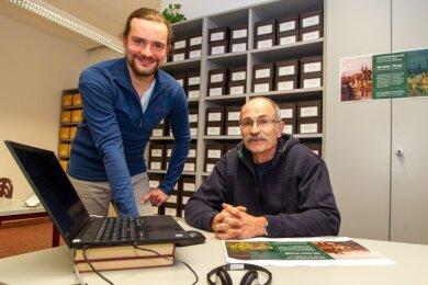 Forschen für das Buch: Andreas Krone (rechts) und Clemens Uhlig recherchieren regelmäßig im Stadtarchiv.