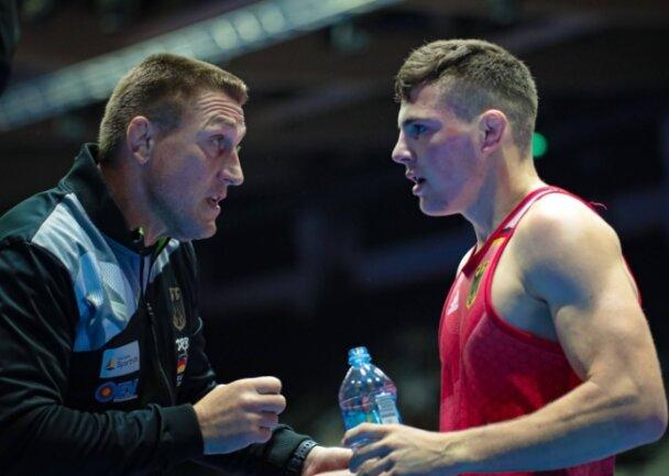 Der Ex-Olympiasieger und Weltmeister Maik Bullmann (links) betreute Erik Löser schon bei der Junioren-WM 2019 im estnischen Tallinn. Nach einem knapp verlorenen Viertelfinale belegte der Neu-Markneukirchener damals den siebenten Platz.