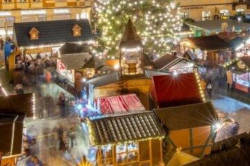 Der Annaberg-Buchholzer Marktplatz soll ab Ende November wieder eine Weihnachts-Wunderwelt werden. Das Bild wurde 2019 aufgenommen.