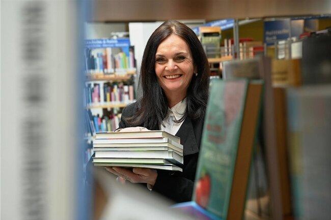 Mehr als vier Jahrzehnte arbeitete Elke Beer in der Stadtbibliothek, 31 Jahre leitete sie das Haus. Im Ruhestand kann sie nun mehr Bücher lesen.