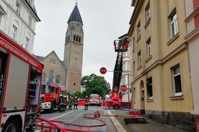 In einem Wohnhaus in Haselbrunn, unweit der Markuskirche, war kurz nach 9.30 Uhr im Erdgeschoss ein Feuer ausgebrochen. Es kam zur starken Rauchentwicklung. Brandspuren sind auch an der Fassade sichtbar.