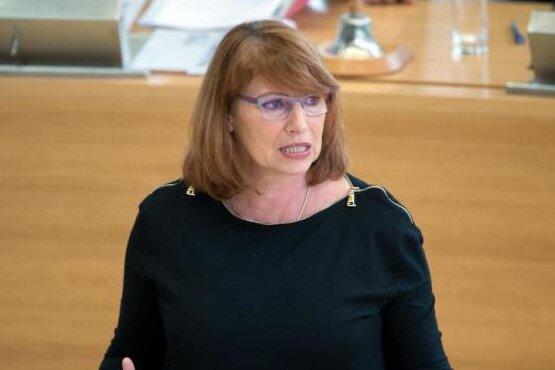 Petra Köpping (SPD) spricht im Sächsischen Landtag.