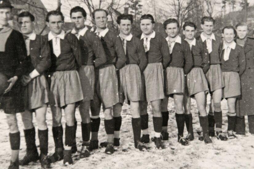 Vor 70 Jahren: Die Männer der Sportgemeinschaft Großfriesen, die 1951 gegründet wurde. Ihr erstes Spiel hatten die Plauener in Pöhl mit 1:0 gewonnen.