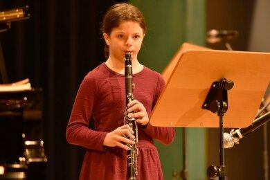 Tarya Moldvan gehörte zu den Mitwirkenden des Musikschulkonzertes am Sonntag in der Musikhalle Markneukirchen.