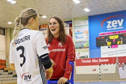 Beim Sieg in der Vorwoche gegen den HC Leipzig war BSV-Kapitänin Isa-Sophia Rösike noch mit Krücken auf dem Parkett. Bis die 25-Jährige wieder an der Seite von Lena Hausherr spielen kann, dauert es noch.