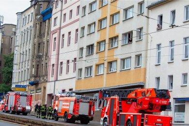 Wegen des Feuerwehreinsatzes war die Pausaer Straße zwischen Bahnhofstraße und Martin-Luther-Straße stadtauswärts gesperrt.