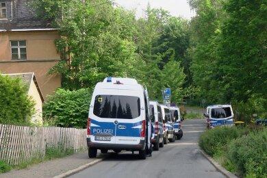 An der Arndtstraße in Aue rückten am Mittwochmorgen um 7 Uhr mehrere Einsatzfahrzeuge an.
