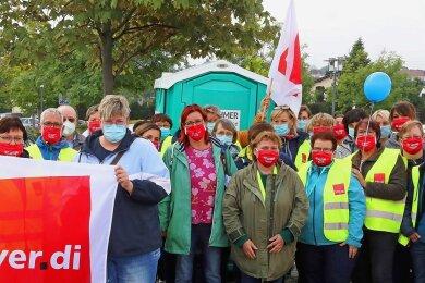 Das nichtärztliche Personal der Pleißentalklinik streikt am Mittwoch erneut. Erst am Montag waren die Beschäftigten auf die Straße gegangen.