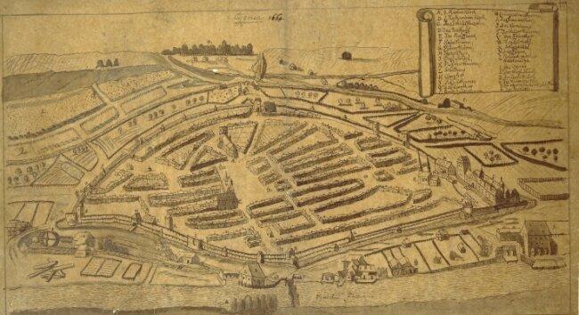 """Die Federzeichnung """"Cygnea 1660."""" zeigt die mittelalterliche Stadt Zwickau vom Osten aus gesehen."""