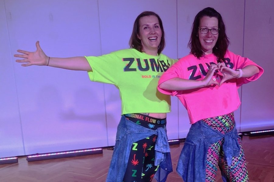 Die Trainerinnen Claudia Tischler (r.) und Jessica Thiele werden die Übungen vormachen.