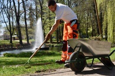Michael Resch kümmert sich um den Limbacher Stadtpark.