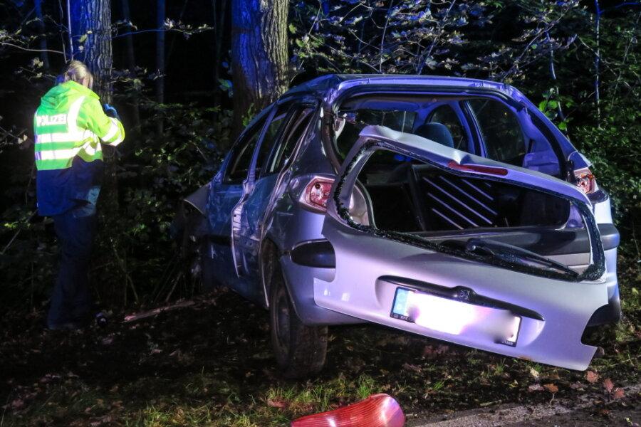 Peugeot-Fahrer verursacht Unfall in Aue
