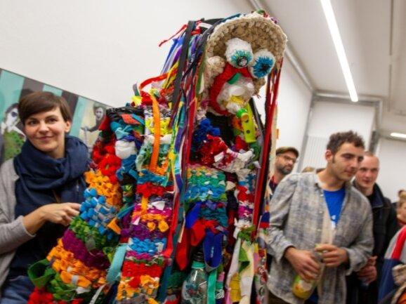 Die neue Ausstellung der Fakultät Angewandte Kunst Schneeberg in der Plauener Galerie Forum K lässt Einblicke in die vier Bereiche Modedesign, Textilkunst, Holzgestaltung, Möbel- und Produktdesign zu.
