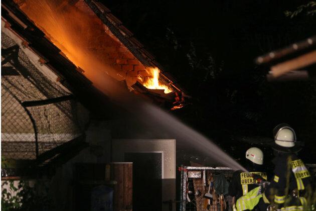 Ein Stall ist am Dienstagabend in Oberwiera in Brand geraten.