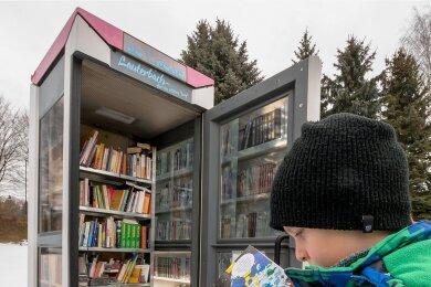 Die zu einer Lese- und Spielinsel umfunktionierte Telefonzelle in Lauterbach. Für die Idee und deren Umsetzung hat der Sportverein im Vorjahr 600 Euro erhalten. Nun geht der Ideenwettbewerb in eine neue Runde.