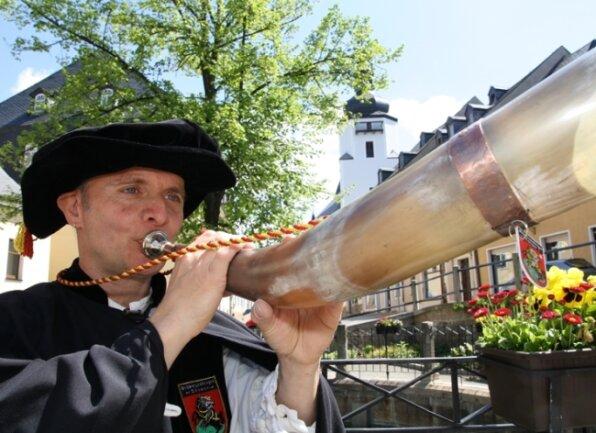 """<p class=""""artikelinhalt"""">Schwarzenbergs Türmer Gerd Schlesinger wird am Wochenende in die Europäische Nachtwächter- und Türmerzunft aufgenommen. </p>"""