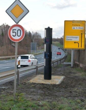 Der Blitzer am Autobahnanschluss Siebenlehn ist zu Jahresbeginn noch einmal um ein paar Meter versetzt worden.