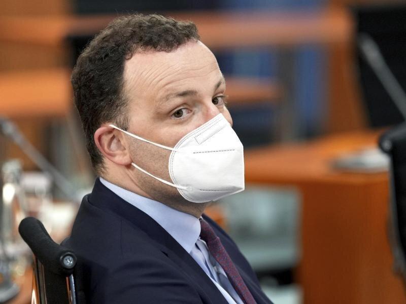 Der Druck auf Gesundheitsminister Jens Spahn steigt nach dem Umgang mit angeblich minderwertigen Masken.