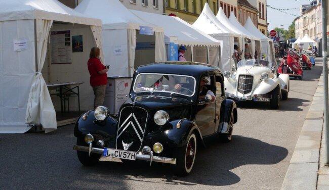 Die große Oldtimerparade durch die Mittweidaer Innenstadt gehörte am Sonntag zu den Programmhöhepunkten des Altstadtfestes. Die Fahrzeuge kamen aus allen Teilen des Landkreises.