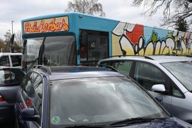 Der erste Versuch ging schief: Der alte, knallbunte Bücherbus fand bei der ersten Versteigerung keinen Käufer.