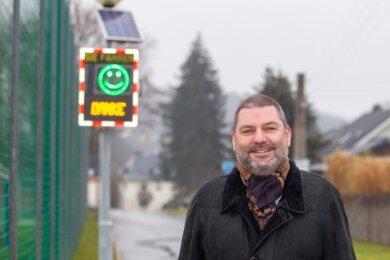 Ortsvorsteher Michael Findeisen meint: Die Geschwindigkeitsmesstafel in Jößnitz hat bereits dazu geführt, dass Kraftfahrer ihr Tempo drosseln. Das hätten Radarkontrollen ergeben.