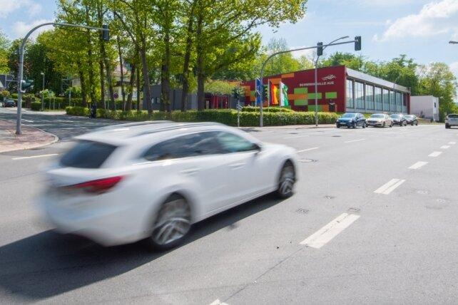 Die Kreuzung von Dr.-Otto-Nuschke-Straße, Robert-Koch-Straße und Gartenstraße in Aue.