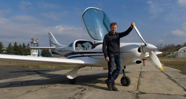 Fluglehrer Jan Meißner gehört zu den ersten Piloten in Sachsen, die bei Wingly inserieren. Anders als in der Flugkarte auf der Internetseite angegeben, startet er mit seiner Ultraleicht-Maschine VL3 aber nicht in Dresden.
