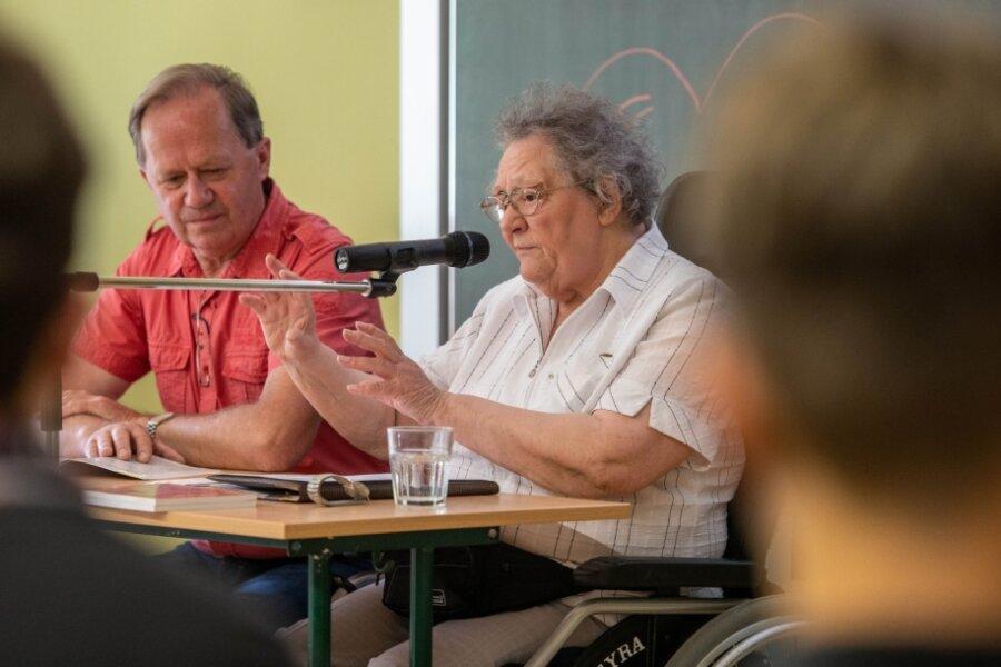 Die Zeitzeugin Edith Heinrich und Volker Rabe vom Verein Sächsische Israelfreunde zu Gast in der Evangelischen Werkschule Milkau.