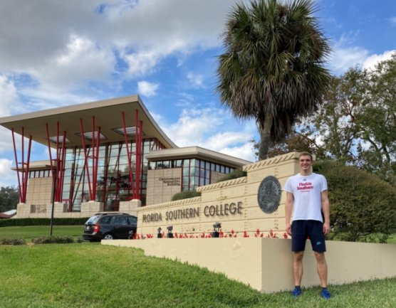 Statt dicke Winterjacke und Mütze heißt es für Ludwig Müller in Florida T-Shirt und kurze Hose. In Lakeland 60 Kilometer östlich von Tampa verbindet er seit August Studium und Schwimmkarriere.