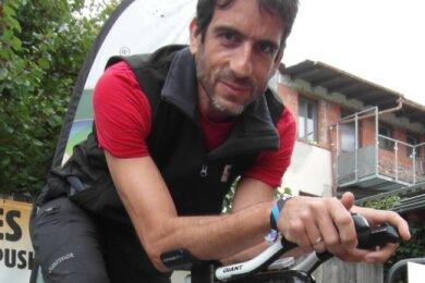Frieder Jäckel verweist als Fahrradhändler auf den Aufschwung des Radfahrens. Die Ratsfraktion der AfD, der er als Stadtrat angehört, reagiert darauf mit einem Antrag für ein Radwege-Verkehrs-Konzept für Oelsnitz. Am Mittwoch ist es Thema in öffentlicher Stadtratssitzung.