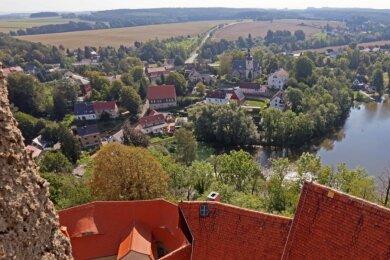 Dieses Panorama bietet sich Besuchern der Burg Schönfels vom Bergfried aus.
