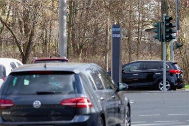 Der neue Rotlichtblitzer im Bereich Reichenbacher Straße ist derzeit noch außer Betrieb.