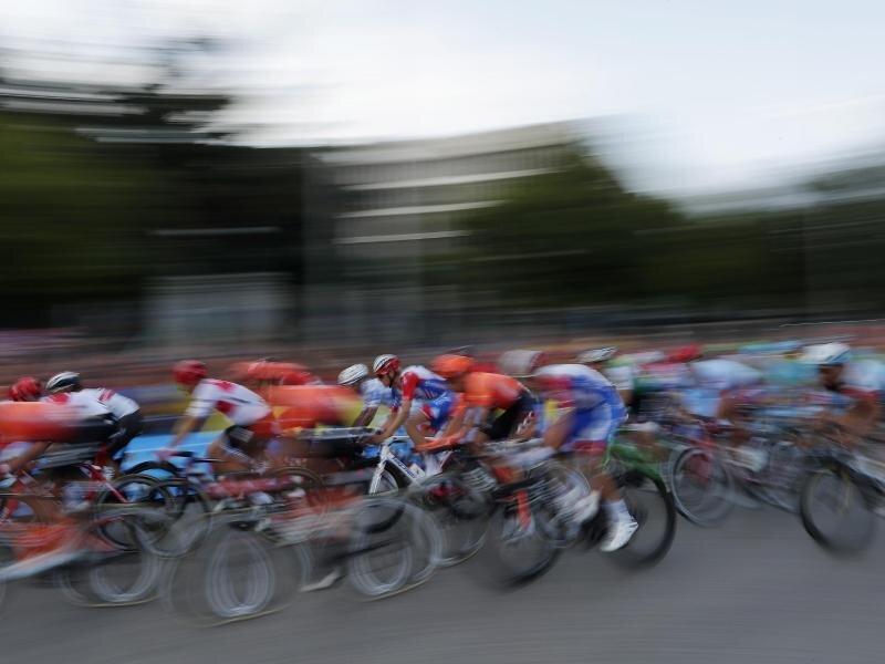 Bereits kurz nach dem Start gibt es die ersten Corona-Fälle bei der Burgos-Rundfahrt.